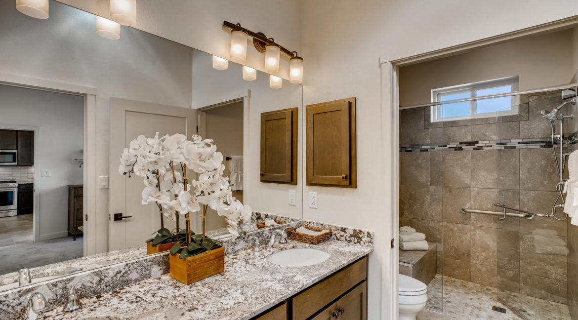 2901 Viale Ct Santa Fe NM-large-016-017-Master Bathroom-1499x1000-72dpi
