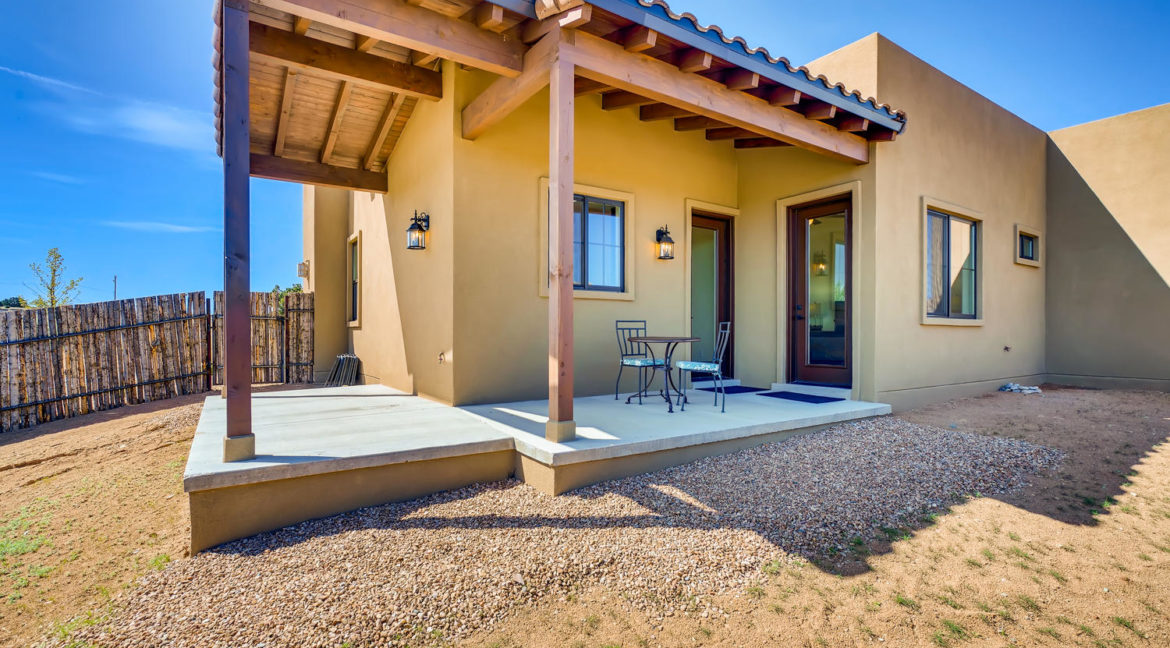 2901 Viale Ct Santa Fe NM-large-019-019-Back Yard-1500x1000-72dpi