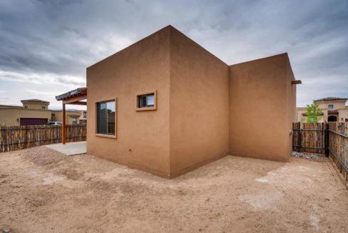 3166 Viale Cetona Santa Fe NM-large-018-016-Back Yard-1499x1000-72dpi