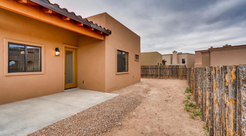 3166 Viale Cetona Santa Fe NM-large-019-015-Back Yard-1500x1000-72dpi