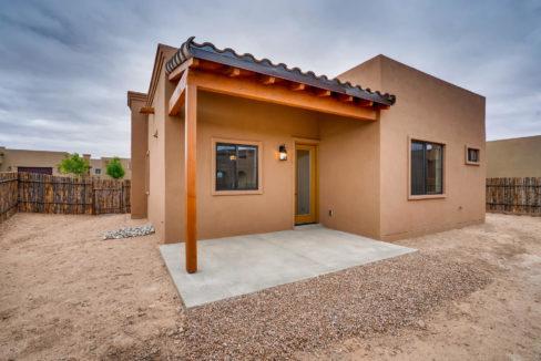 3166 Viale Cetona Santa Fe NM-large-020-018-Back Yard-1499x1000-72dpi