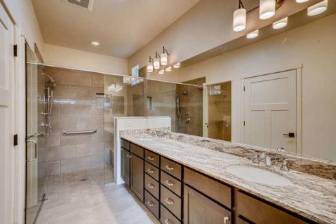 3152 Viale Tresana Santa Fe NM-small-013-016-Master Bathroom-666x445-72dpi