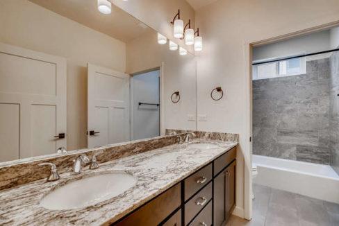 3152 Viale Tresana Santa Fe NM-small-016-015-Bathroom-666x445-72dpi