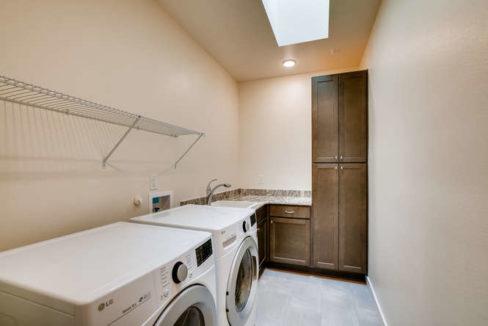 3152 Viale Tresana Santa Fe NM-small-017-014-Laundry Room-666x445-72dpi