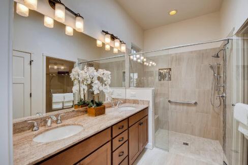 3150 Viale Tresana Santa Fe NM-large-015-016-Master Bathroom-1497x1000-72dpi