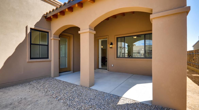 3150 Viale Tresana Santa Fe NM-large-020-018-Patio-1500x999-72dpi